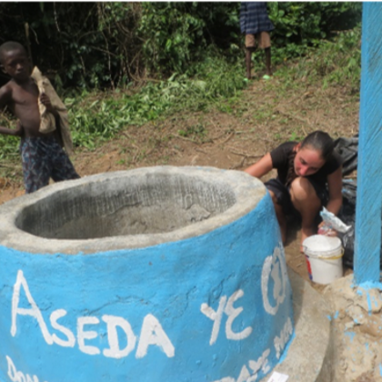 Yawkrarum - MalerInarbeiten an dem neuen Brunnen