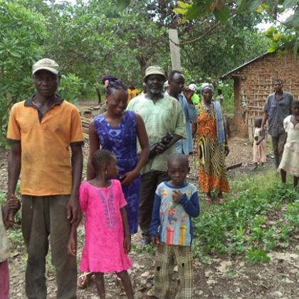 Musa Akura No.II - In festlicher Kleidung auf dem Weg zur Brunneneinweihungsfeier