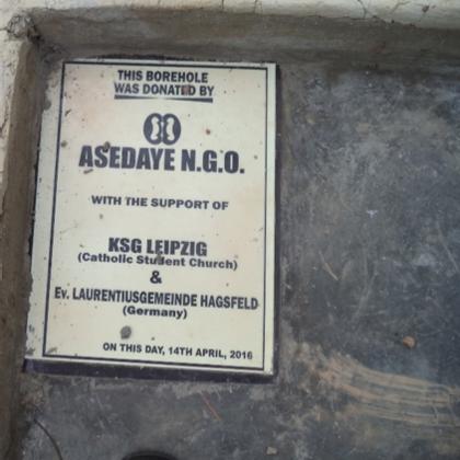 Musa Akura No.II - Die Sponsoren in Zement verewigt