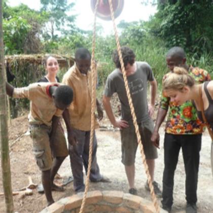 Asekasu No. II - Beim Besuch während der Bauarbeiten mit den Brunnenbauern